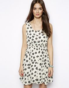 Vestito grembiule senza maniche con stampa di margherite #vestito #dress