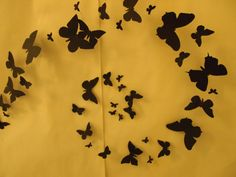Mustat perhoset, installaatio portaikossa, Raahen lukio