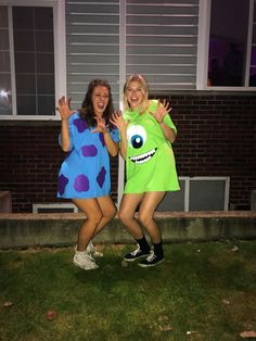 100 Halloween Costumes for Teens which are Charming & Smart - Ethinify - Rave Halloween costume - Halloween Cute Group Halloween Costumes, Twin Halloween, Halloween Outfits, Monsters Inc Halloween Costumes, Halloween Rave, Teen Costumes, Disney Costumes, Costumes For Women, Meme Costume