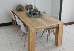 Steigerhouten tafel met schuine poot
