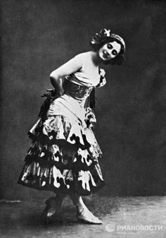 She later triumphed in more Mariinsky productions including The Awakening of Flora, The Magic Flute, La Bayadère, Don Quixote, Le Corsaire, and the Sleeping Beauty again. She preformed even old and well-known dances in her own unique manner, turning them into true masterpieces. Photo: Anna Pavlova in Don Quixote.
