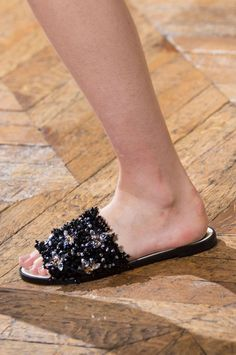 Claquettes Lanvin été 2017 Lanvin, Slippers, Shoes, Fashion, Spring Summer, Tap Dance, Crystals, Fashion Styles, Moda