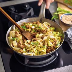 Chinese cabbage tartare pan with rice noodle recipe WW Germany Wok, One Pot Meals, Easy Meals, Roasted Veggies In Oven, Rice Side Dishes, Vegetarian Recipes, Healthy Recipes, Beef And Rice, Chinese Cabbage