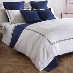 HOTEL CLASSIC For over a century, Frette's finest Italian linens have dressed the beds of the world's most prestigious hotels. The Frette hotel collection combines high-quality fabrics with 150 years of craftsmanship to bring the cozy indulgence of a luxury hotel stay into the home.