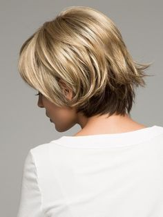 CREAMY TOFFEE R   Rooted Dark Blonde Evenly Blended with Light Platinum Blonde and Light Honey Blonde Short Wig Styles, Short Wigs, Blonde Balayage, Blonde Highlights, 2 Hair Color, Short Hair Trends, Sassy Hair, Short Hair With Layers, Dark Blonde