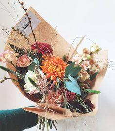 209 vind-ik-leuks, 4 opmerkingen - 🌸 blóm (@blombloem) op Instagram: 'MAANDBOEKETTEN 🧡 Haal de warme herfstkleuren in huis en bestel nu je maandboeket voor november 🍁…' Veronica, Floral Wreath, November, Bloom, Wreaths, Instagram, Home Decor, November Born, Floral Crown
