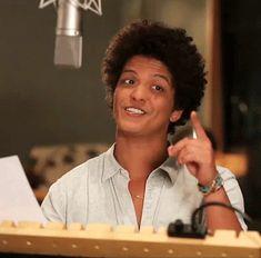 """Bruno gif """"You da bird"""" from Rio 2"""
