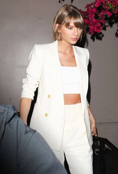 Taylor Swift wowed in wide-leg pants, an Isabel Marant double-breasted blazer with gold buttons, and an ab-tastic crop top. Taylor Swift wowed in wide-leg pants, an Isabel Marant double-breasted blazer with gold buttons, and an ab-tastic crop top. Taylor Swift Outfits, Estilo Taylor Swift, Taylor Alison Swift, Taylor Swift Style Casual, Taylor Swift Short Hair, Taylor Swift Makeup, Taylor Taylor, Suit Jackets For Women, Blazers For Women
