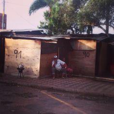 Preparando el mate. Bo. Chacarita en Asunción del Paraguay #lugares #ttparaguay #turismo
