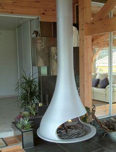 poêle à bois central suspendu design moderne