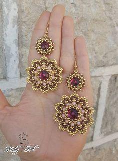 With rivoli Beaded Jewelry Designs, Handmade Beaded Jewelry, Seed Bead Jewelry, Jewelry Patterns, Bead Earrings, Swarovski, Birthstone Jewelry, Beads And Wire, Bead Weaving
