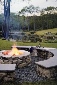 79 cozy outdoor fire pit seating design ideas for backyard Fire Pit Seating, Fire Pit Area, Backyard Seating, Backyard Retreat, Backyard Landscaping, Backyard Designs, Seating Areas, Landscaping Design, Patio Design