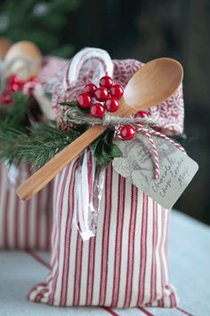 celebrate CREATIVITY in all its forms: Handcrafted Cookie Gift Sack25 Days of ChristmasDay 16
