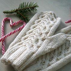 DIY Turbaanipipo rusetilla - Punatukka ja kaksi karhua Fingerless Gloves, Arm Warmers, Sewing, Diy, Fingerless Mitts, Dressmaking, Couture, Bricolage, Stitching