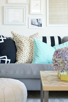 Stenciled Pillows: Painting on Fabric with Acrylic Paint.really like the pillow on the left Design Inspiration, Affordable Pillow, Ikea Pillows, Interior, Home, Stenciled Pillows, Diy Pillow Shams, Pillows, Home Diy