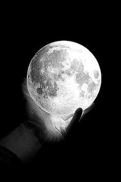 Mi escupidera emocional: Te pedí la luna  Te pedí la luna  http://miescupideraemocional.blogspot.com/2013/04/te-pedi-la-luna.html