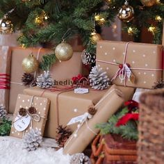 Adorable Baby Christmas Picture Ideas - Santa Baby Einfache DIY Weihnachten Tischdekoration Ideen - Party Wowzy Source by Christmas Gift Wrapping, Xmas Gifts, Diy Gifts, Diy Christmas Gifts Videos, Creative Christmas Presents, Unique Gifts, Noel Christmas, All Things Christmas, Christmas Pictures