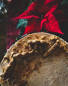 Luumujuustokakku syntyy perinteisesti ilman ohjetta, vähän sen mukaan kuinka paljon luumumarmelaadia on jäänyt yli joulunajan torttubisneksistä.