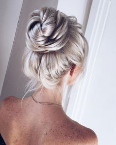 http://www.fabmood.com/inspiration/92-drop-dead-gorgeous-wedding-hairstyles-for-every-bride-to-be-5/
