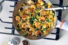Wokschotel met garnalen en sambal - Recept - Allerhande - Albert Heijn Stir Fry Dishes, Eating Alone, Scampi, World Recipes, 20 Min, Fish And Seafood, Couscous, Wok, I Love Food
