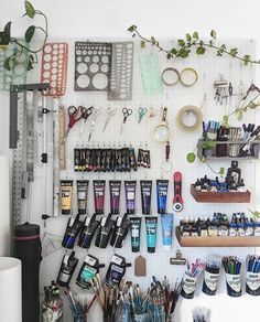 60 Most Popular Art Studio Organization Ideas and Decor – 60 beliebtesten Art Studio Organisation Ideen und Dekor – Related posts: 60 beliebtesten Art Studio Organisation Ideen und Dekor – … Handwerk Organisation DIY – 40 Art Room und Craft Room … Art Studio Room, Art Studio Design, Art Studio At Home, Art Studio Spaces, Painting Studio, Art Studio Decor, Studio Studio, Design Design, Art Spaces