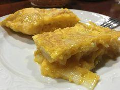 Como una versión zampabollos de Indiana Jones, fuimos en busca de la receta del Santo Grial de la tortilla de patatas gallega. Conseguimos el tesoro y volvimos más contentos que él con lo del Arca Perdida.