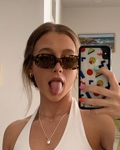 VISIT FOR MORE im tanning w a facemask on . might get a weird tan line on my face but also might not so well see The post im tanning w a facemask on . might get a weird tan line on my face appeared first on fotografie. Pretty People, Beautiful People, Sunglasses For Your Face Shape, Vintage Outfits, Foto Casual, Emma Chamberlain, Accesorios Casual, Jolie Photo, Looks Vintage