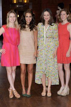 Manuela Vellés con vestido de Laura Bernal en la presentación a prensa de la serie 'Galerías Velvet'