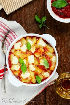 Gnocchi à la sorrentina (à la sauce tomate, mozzarella et basilic) (pour 4 personnes)