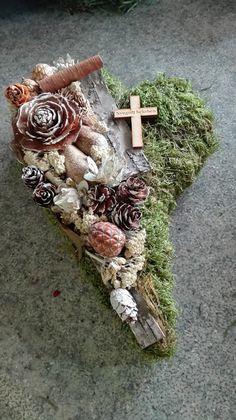 König Tímea Kegyelet 2016 Vence, Grave Decorations, Card Box Wedding, Crafts To Do, Funeral, Christmas Wreaths, Rustic, Holiday Decor, Flowers