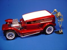 Lil' Coffin.  Second one of these that I ever built.  First time was in 1972. (Done by Russ Hooten)
