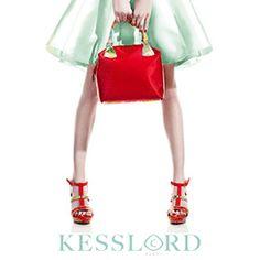 af4994f052e0 Que diriez vous d un sac à main qui s adapte aux différents moment de votre  journée   C est le concept de la collection « CAMELEON » de Kesslord   un  sac 3 ...