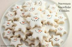 Snowman Snowflake Cookies--Links to Italian cookie and royal icing recipes included, as well as a tutorial on how to flawlessly ice your cookies. Christmas Sugar Cookies, Christmas Sweets, Christmas Cooking, Noel Christmas, Holiday Cookies, Holiday Baking, Christmas Desserts, Holiday Treats, Holiday Recipes
