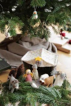 Die handgefilzten Dekoartikel sind schön zur skandinavischen Tischdeko, und auch als Gastgeschenk. Ein tolles Geschenk zu jedem Anlass! Auch als Herbst- und Weihnachtsdeko. EIn Glücksbringer zum verschenken. The hand felted decorations are beautiful with any scandinavian table decoration, and also as a guest gift. A great gift for any occasion! Also as fall and Christmas decoration. #tischdeko #tabledecoration #hygge Decoration Table, Hygge, Christmas Ornaments, Holiday Decor, Gift, Design, Beautiful, Home Decor, Nativity Sets