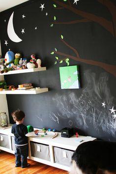 Chalkboard wall on kids playroom wall Black White Bedrooms, Bedroom Black, Creative Kids Rooms, Room Deco, Deco Kids, Kids Storage, Toy Storage, Bench Storage, Storage Shelves