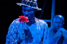 Imagem da peça Mar me quer (A Outra Cia.). Foto: Paula Lyn.