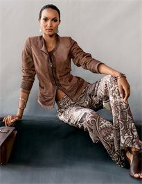 MADELEINE - Each item is a unique one-off. The new summer trousers display stylish casual appeal through the impressive paisley print. Comfortable and breezy, in flowing light fabric. Cuir Nappa, Madeleine Fashion, 2016 Fashion Trends, Stylish Girl, Fashion Forward, Style Me, Look, Trousers, Leather Jacket