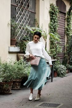 Stylish Spring Outfit 2018 - HOW SHOPPING ONLINE HAS CHANGED MY PERSONAL STYLE - click through   Spring Fashion  , spring skirt, classic spring outfit, date night spring outfit, evening wear spring outfit, everyday spring outfit, easy to wear spring outfit #personalstyle #selfimprovement #stylish #springoutfit #springstyle #springfashion #everydaystyle #summerstyle