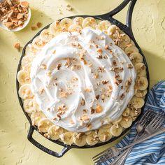 Banana Pudding Poke Cake Banana Pudding Poke Cake, Southern Banana Pudding, How To Make Cake, Food To Make, Skillet Cake, Cake Recipes, Dessert Recipes, Sweetened Whipped Cream, White Cake Mixes