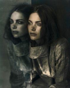Le Paradox meets the works of photographer Rahi Rezvani and stylist Biek Verstappen
