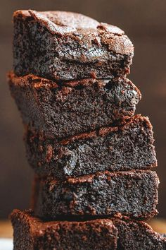 Low-Carb Chocolate Brownies – These low carb keto brownies recipe are fudgy, super easy to make, literally melt in your mouth. This easy keto-friendly dessert works also well as an afternoon … 12 Awesome Keto Dessert Ideas Keto Friendly Desserts, Low Carb Desserts, Low Carb Recipes, Stevia Desserts, Easy Recipes, Keto Desert Recipes, Keto Desserts Cream Cheese, Stevia Recipes, Cream Cheese Brownies