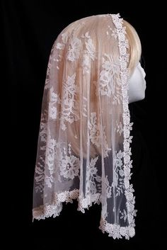 Triangle Rosebud Chantilly Lace Mantilla - Veils by Lily