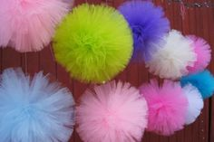 pompones de tul paso a paso Hanging Pom Poms, Tissue Paper Art, Diy And Crafts, Arts And Crafts, Tulle Poms, Origami, Pink Themes, Hanging Mobile, Small Cards