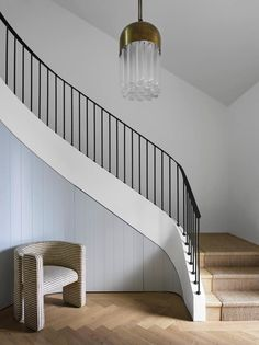 16 Unique Modern Staircase Design Ideas For Your Dream House Staircase Railings, Curved Staircase, Modern Staircase, Stairways, Spiral Staircases, Staircase Ideas, Staircase Makeover, Stair Idea, External Staircase