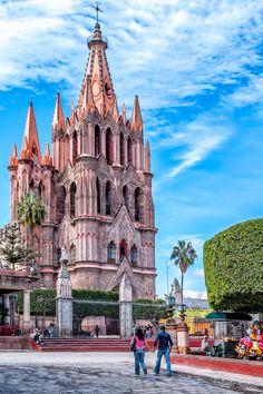 La Parroquia de San Miguel Arcángel. Conócela en #SanMiguelDeAllende, pueblo mágico de #Mexico. http://www.bestday.com.mx/San-Miguel-de-Allende/ReservaHoteles/