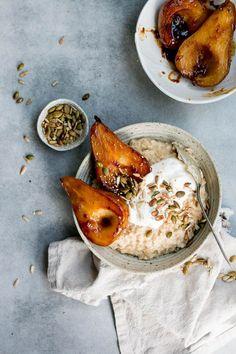 Miso Caramel Pear Porridge Miso Caramel Pear Porridge The Brick Kitchen Source by spotebi Healthy Breakfast Recipes, Brunch Recipes, Healthy Recipes, Dinner Healthy, Brunch Ideas, Healthy Meals, Healthy Life, Healthy Food, Miso Butter