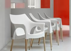 Chaise blanche et pieds bois naturel - NATURA OLA - vendu a l unite - deco, Autre Decoration, Eames, Furniture Design, Dining Chairs, Stool, Projects To Try, Home Decor, Natural, Plastic