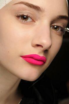 lipstick Bright Pink Lips, Bright Lipstick, Bold Lips, Lipstick Colors, Lip Colors, Neon Lipstick, Lipstick Shades, Pink Eyes, Makeup Lipstick
