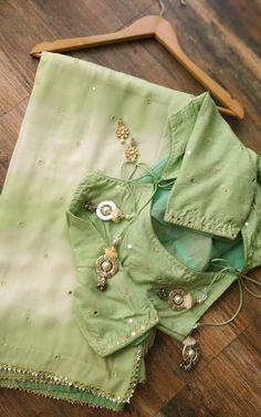Sari Blouse Designs, Saree Blouse Patterns, Fancy Blouse Designs, Dress Patterns, Trendy Sarees, Stylish Sarees, Fancy Sarees, Simple Sarees, Shibori Sarees