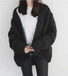 Cute Winter Outfits / Oversized Cardigan / Winter Outfits / Cute Outfits for Winter / Clothes for Winter / Women Winter Outfits / Winter Fashion / Sweater Weather / Fall Trend Knit Cardigan Outfit, Cardigan Noir, Batwing Cardigan, Drape Cardigan, Chunky Cardigan, Oversized Cardigan Outfit, Cardigan Pattern, Cashmere Cardigan, Jumper